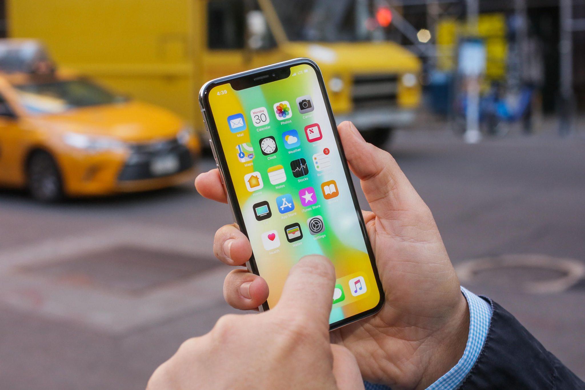 اپل در سال ۲۰۲۰ گوشی های خود را با صفحه OLED تولید خواهد کرد