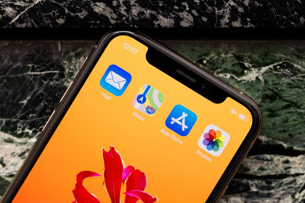 گوشی های آیفون نیز شبکه تقلبی  ۵G E  را همانند گوشی های اندرویدی در اپراتور AT&T نمایش می دهند